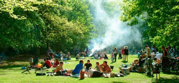 header_Berlin_grillen-im-Tiergarten-c_Pierre-Adenis